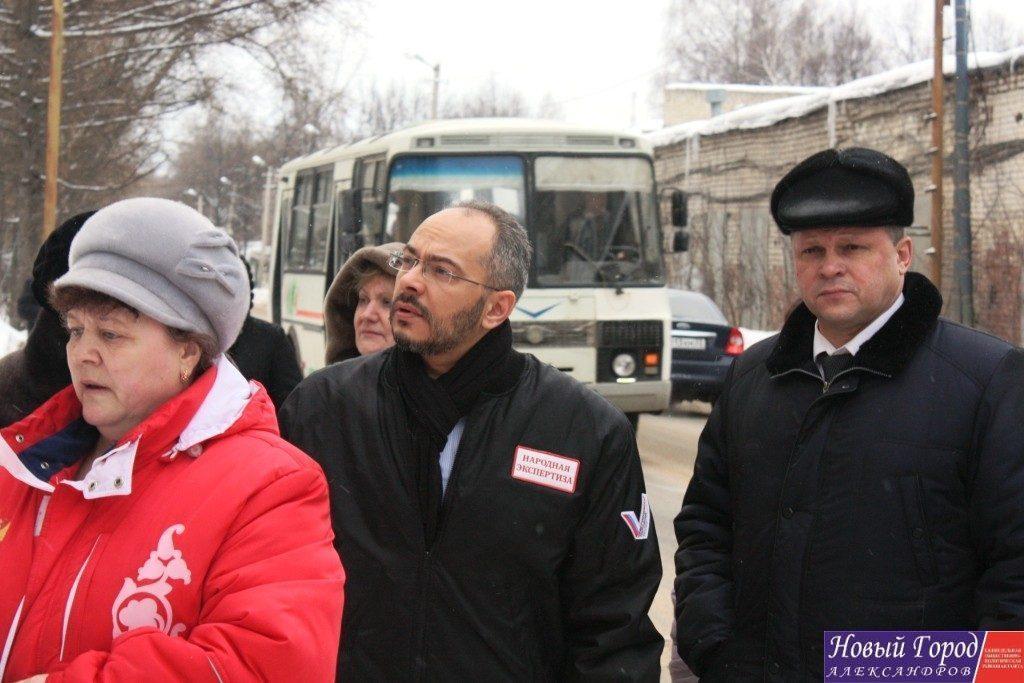 Николай Петрович с первым заместителем губернатора Владимирской области Алексеем Конышевым внимательно слушали жителей.
