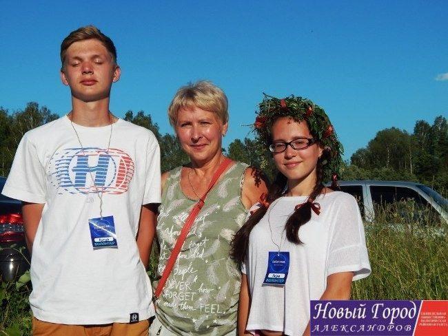 Людмила Кузьмина с волонтерами