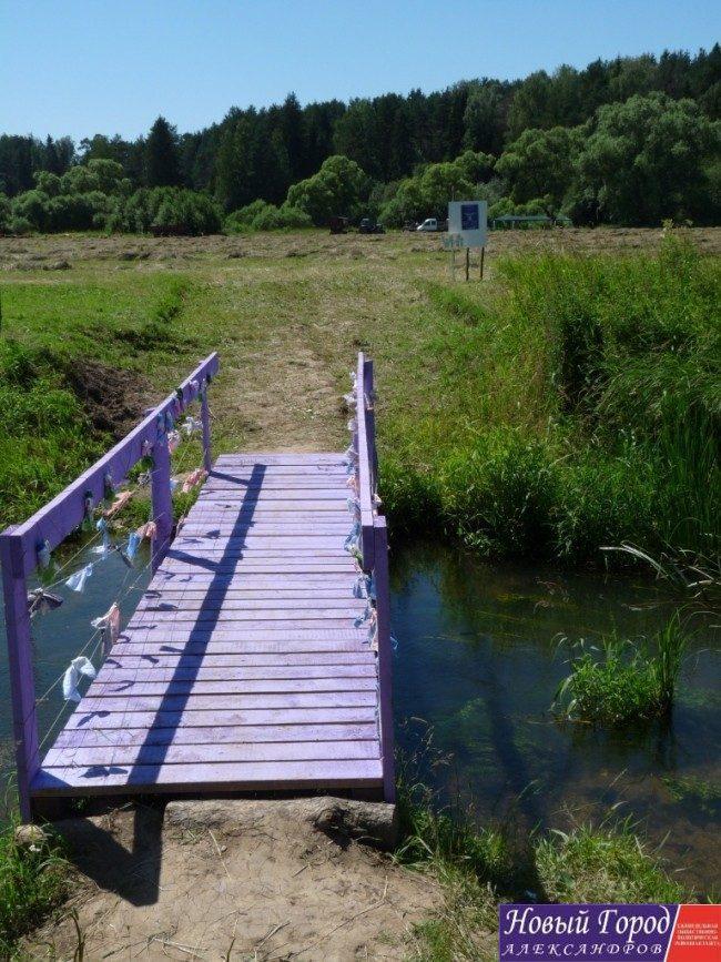Волонтеры своими руками сделали мост к фестивалю. Очень красиво!