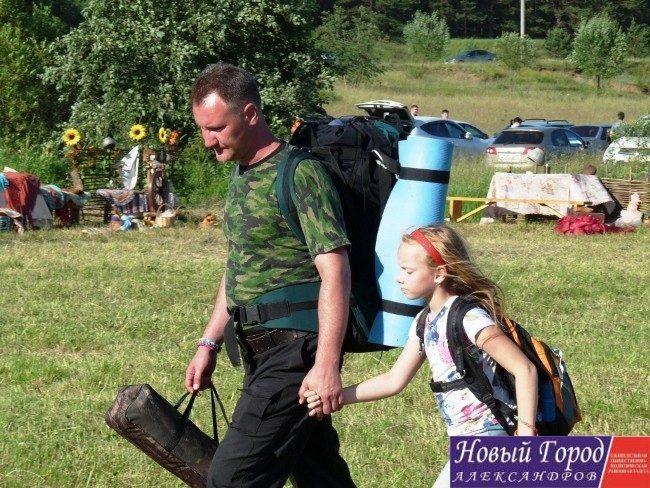 Люди приезжают с палатками и планируют пробыть на фестиваля до церемонии закрытия, то есть до 5 июля.