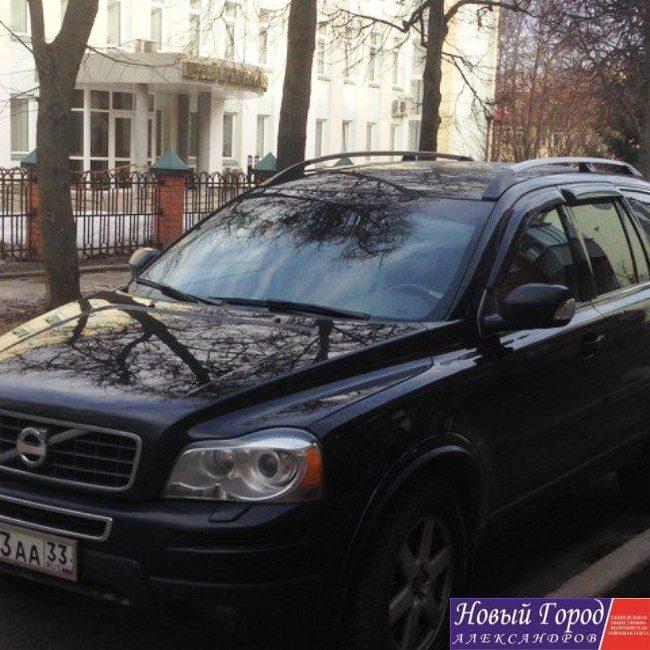 Служебный автомобиль на котором адвокат властьимущих приезжает на судебные заседания