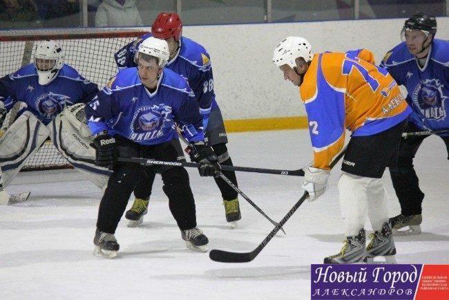 Команда «Рекорд» из Александровского района одержали победу в турнире по хоккею
