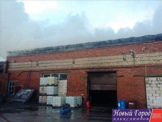 В Карабаново сгорел крупный производственный цех