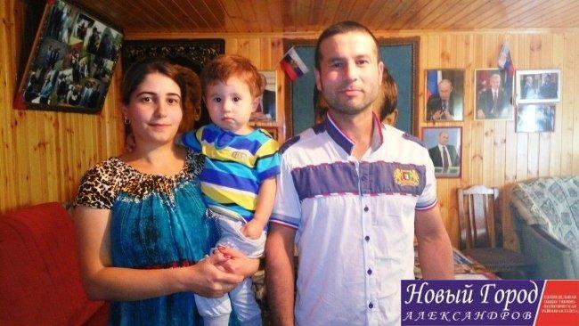 Мама - Малохат Увайдулаэва и папа Джураев Джахонгир и их ребенок по имени Путина