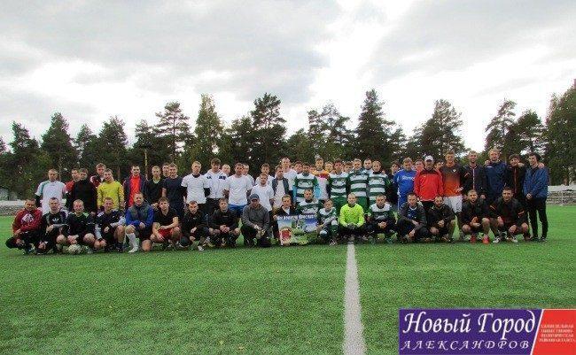 Футболисты провели благотворительный турнир