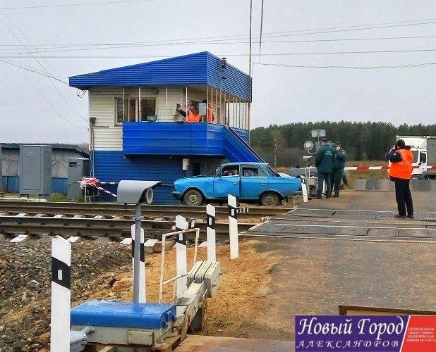 В Александрове пассажирский поезд протаранил легковой автомобиль
