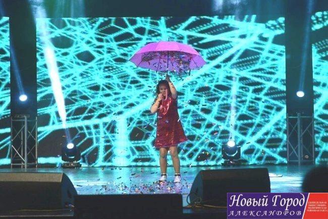 Выступление 9-летней певицы назвали лучшим на международном фестивале в Македонии