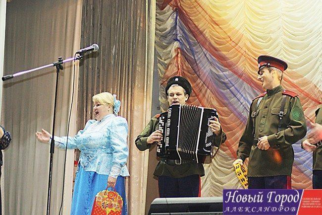 Ансамбль русской и казачьей песни «Слобода» поздравили клуб с юбилеем