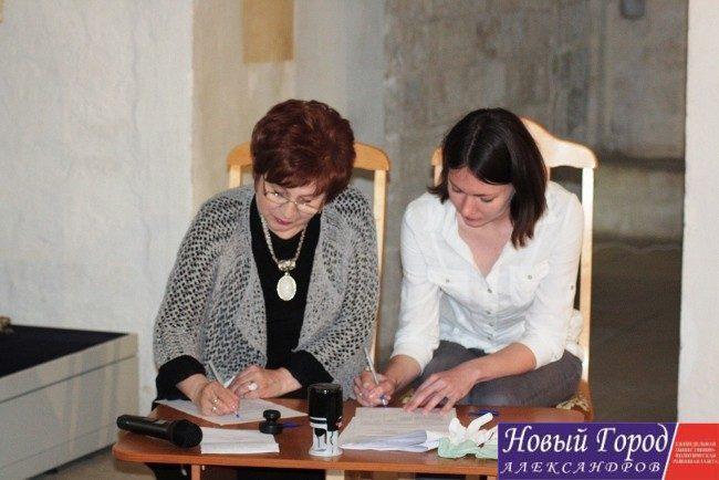 Официальное подписание документов между музеем и аукционным домом «Литфонд»