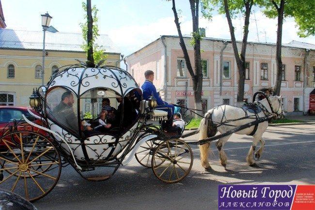 Карета с лошадьми в Суздале