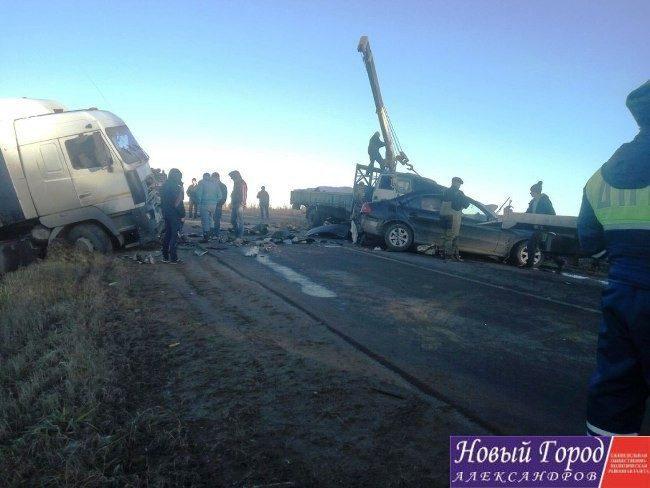 В Александровском районе «Мерседес» влетел в грузовик