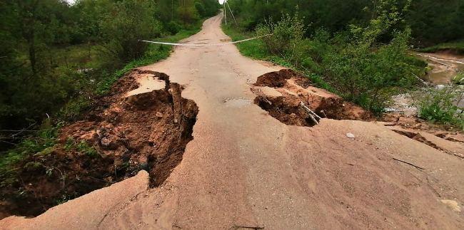 В Александровском районе река Парша смыла две дороги